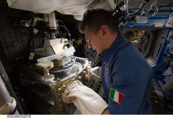 paolo_nespoli_works_in_space_node_full_image_2